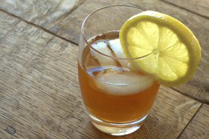 Ready-to-drink kombucha with ice and lemon. Source: arealfoodlover.wordpress.com